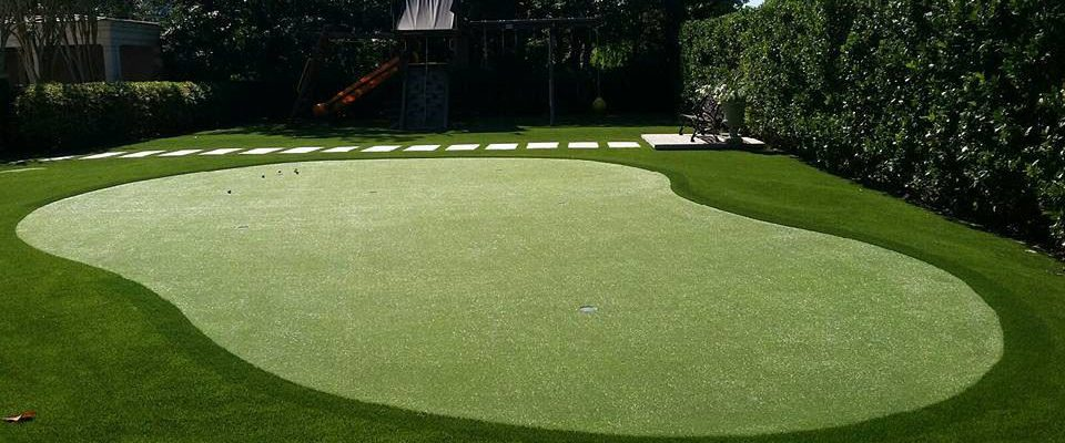 backyard-artificial-grass-putting-green