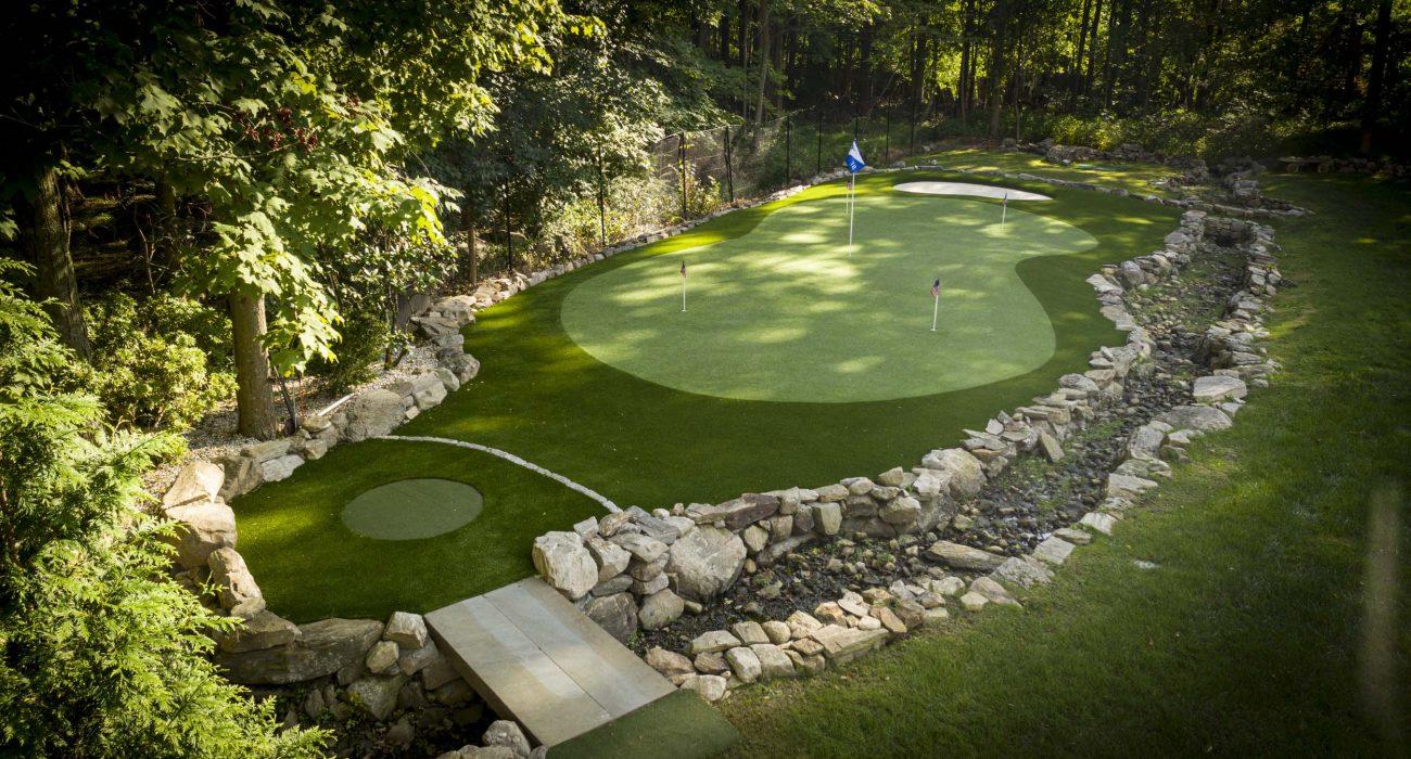 custom-backyard-putting-green